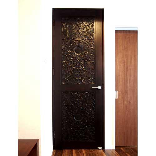 木彫りパネルを両面に使ったドア | アジアンドア